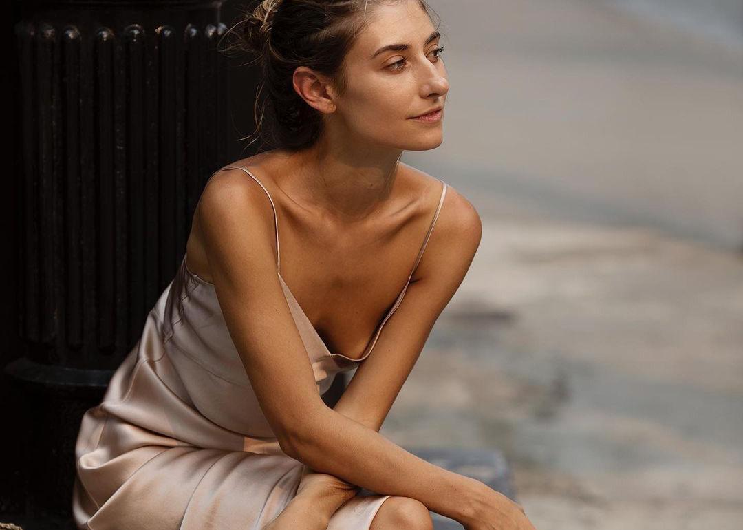 Elegante o street Lo slip dress sempre una buona idea