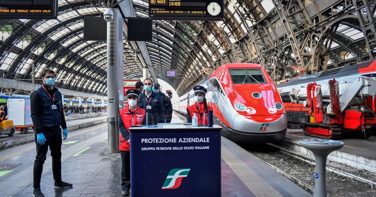 Green pass su treni aerei e navi stretta di Draghi La Lega annuncia battaglia