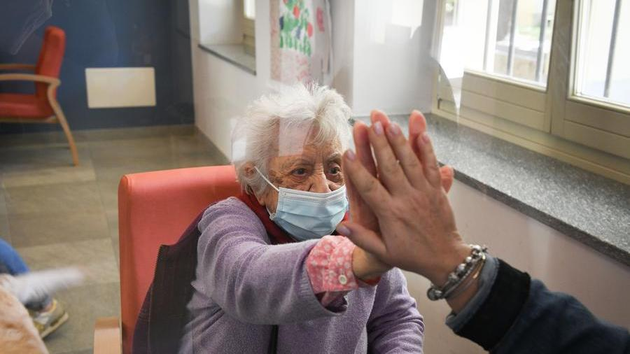 Coronavirus le Rsa riaprono 7 giorni su 7 via libera alle visite sì alluscita temporanea senza isolamento al rientro