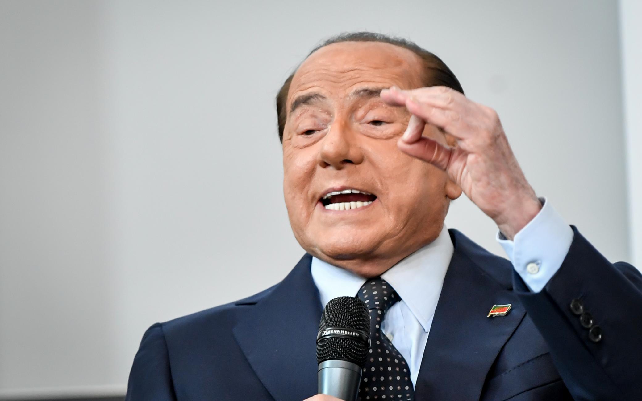 Berlusconi Favorevole a Green Pass e a obbligo di vaccini per medici e docenti