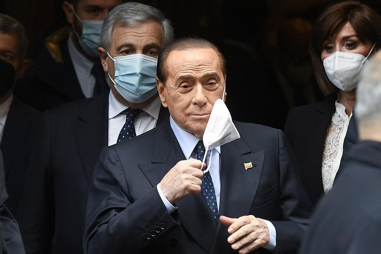 Vaccini Berlusconi Unico strumento per limitare covid sì obbligo prof
