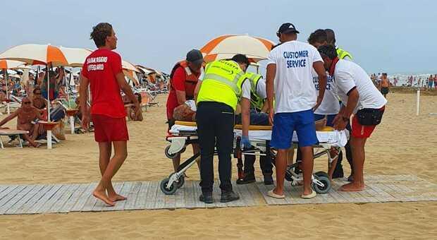 Bibione due turisti morti in spiaggia colti da malore in riva al mare a distanza di 5 minuti e 30 metri