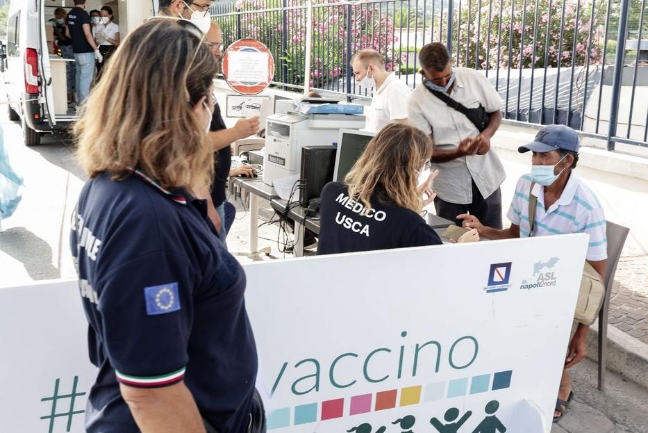 Covid Il vaccino arriva col camper nelle piazze o al mare Non ci sono più scuse