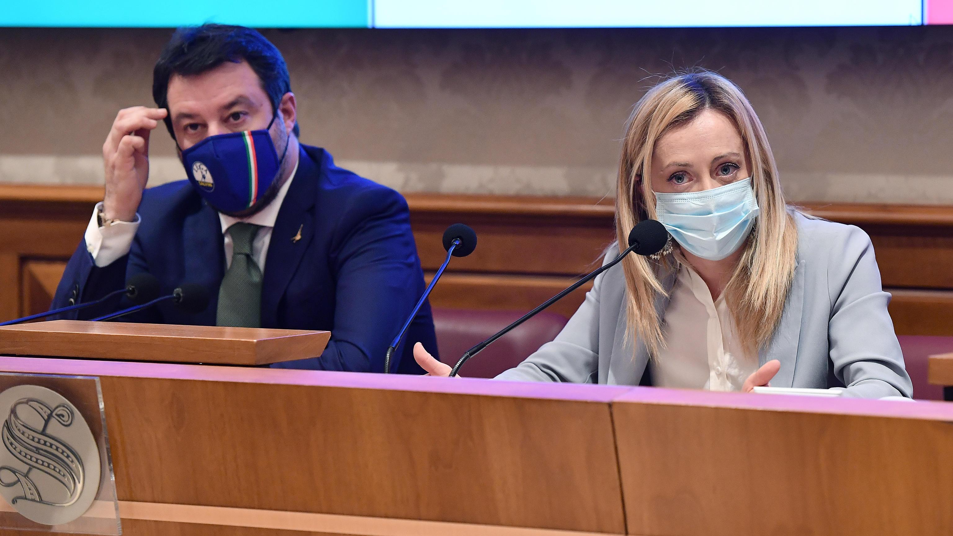 Sondaggio Pagnoncelli Green pass obbligatorio? Favorevole anche la maggior parte degli elettori di Salvini e Meloni - Il sondaggio