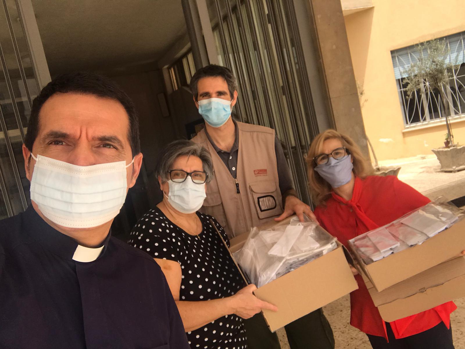Ragusa: 200 mascherine realizzate dai parrocchiani del Sacro Cuore donate alla Caritas