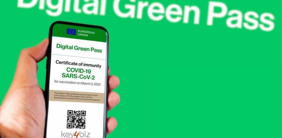 Truffa via sms per svuotare il conto occhio al certificato vaccinale gratuito