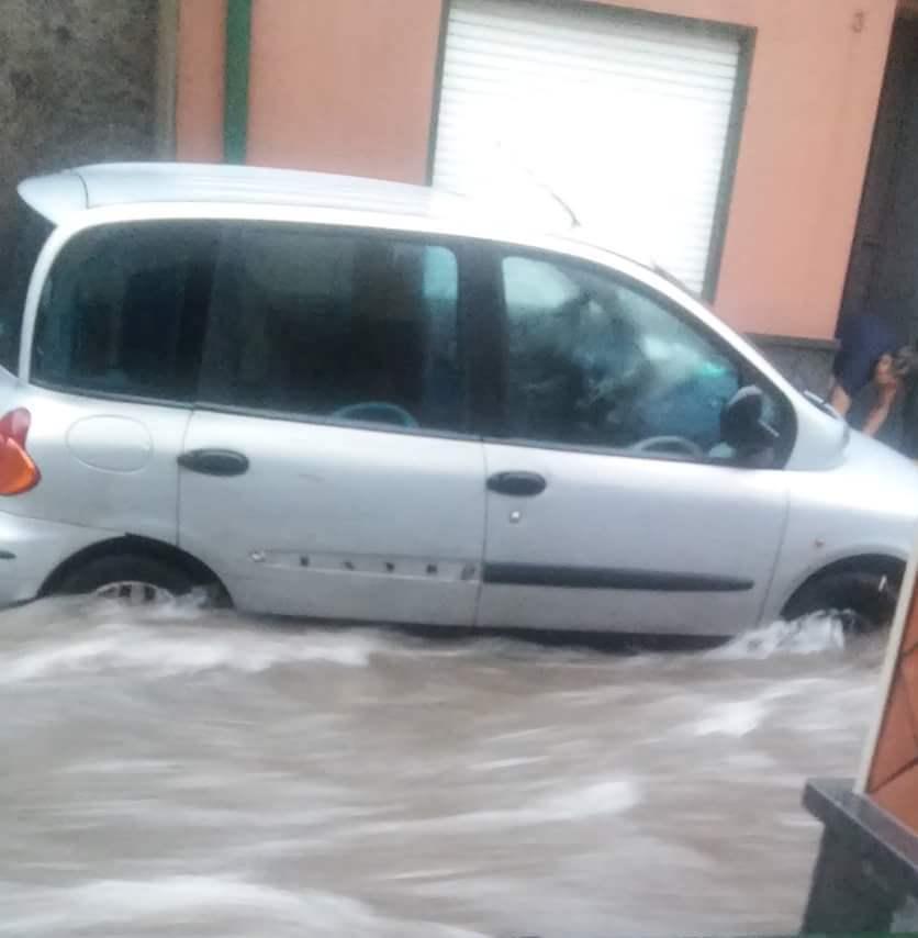 Il maltempo arriva in Sicilia Nubifragio nel Messinese