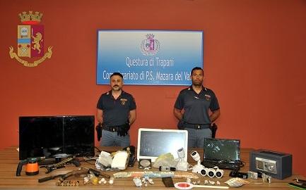 Mazara del Vallo – la Polizia di Stato arresta una coppia di giovani per detenzione illegale a fini di spaccio e detenzione di arma ...