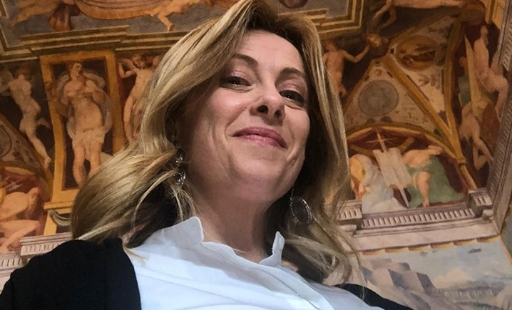 Meloni regina dei sondaggi: è in corsia di sorpasso su Salvini