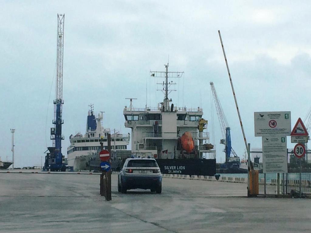 Tunisino espulso sbarca a Lampedusa: arrestato