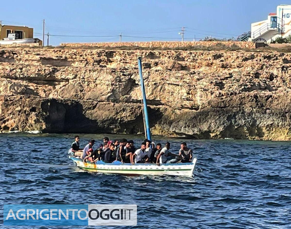 Respinti tornano a Lampedusa arrestati 9 extracomunitari