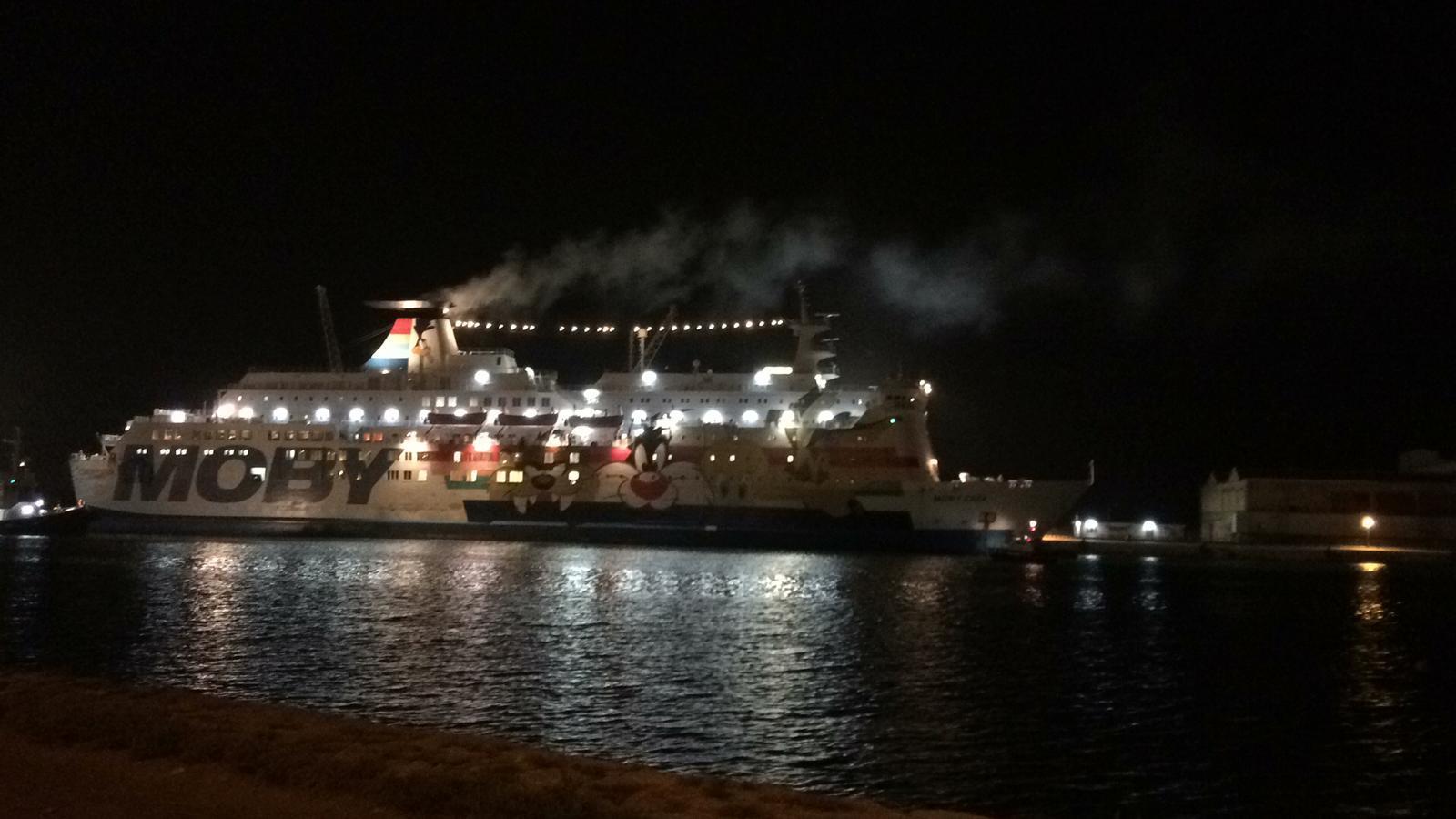 Migranti, 32enne evacuata dalla nave Moby-Zazà: ha scompensi della pressione