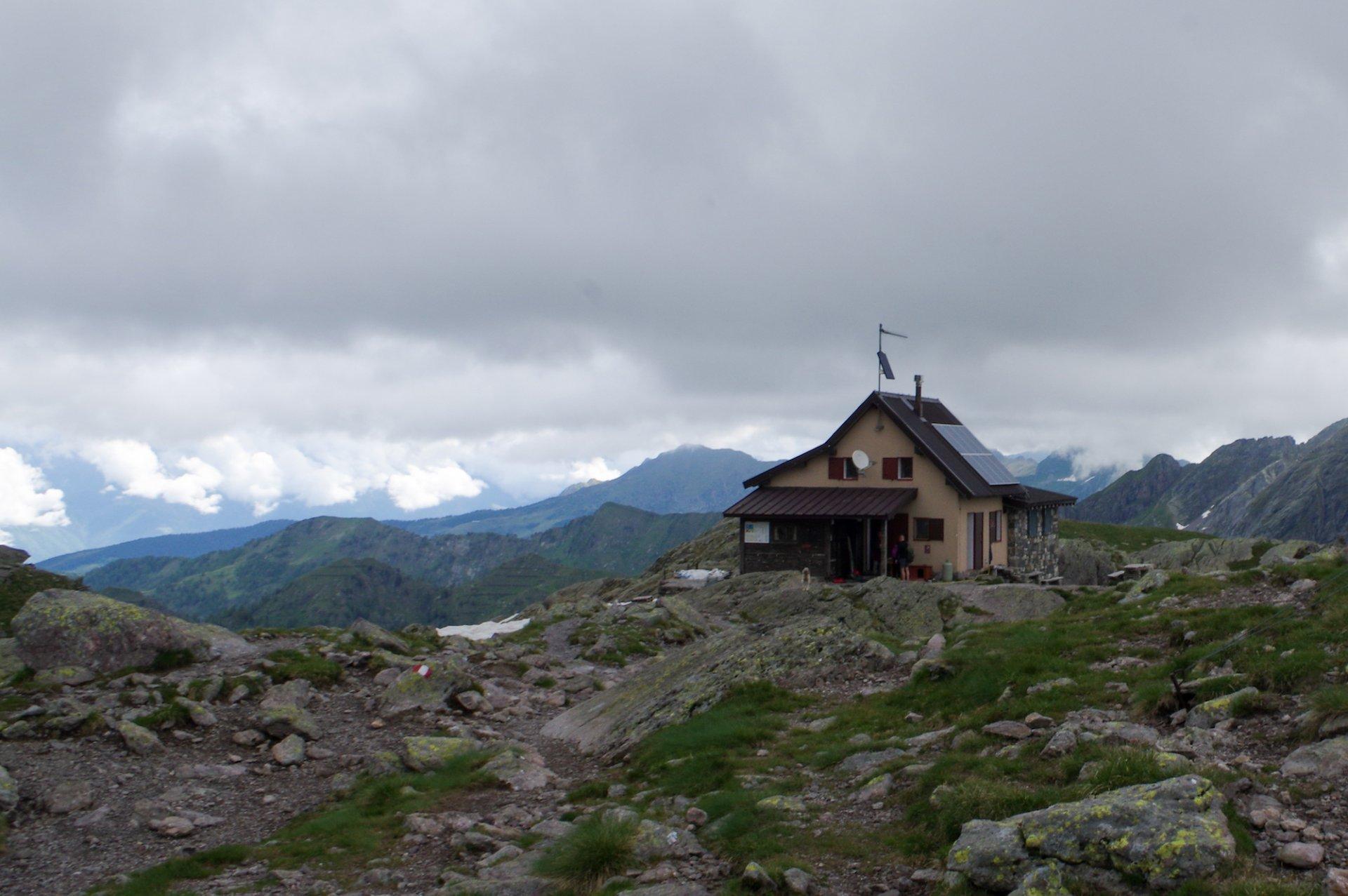 Alla scoperta delle 'capanne orobiche': il piccolo e accogliente Rifugio Benigni, meraviglia