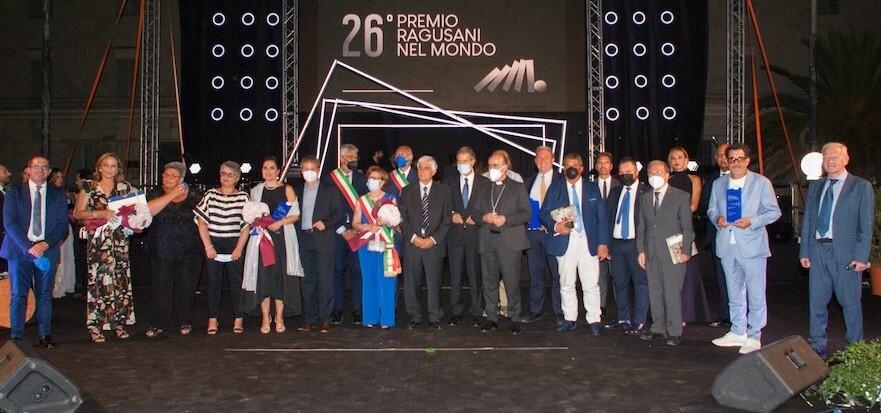 Ragusani nel mondo edizione numero 26 appello a vaccinarsi dal palco dei premiati