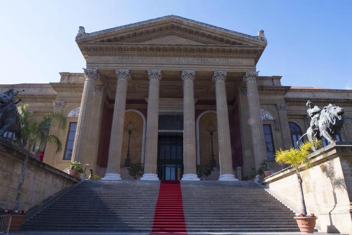 'Dica, anzi canti 33...' omaggio Teatro Massimo ai sanitari