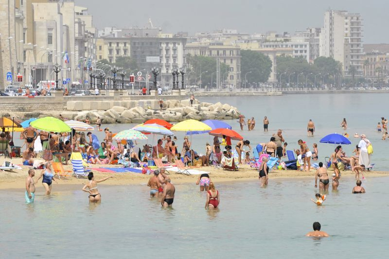 Turismo vacanze rimandate e più brevi