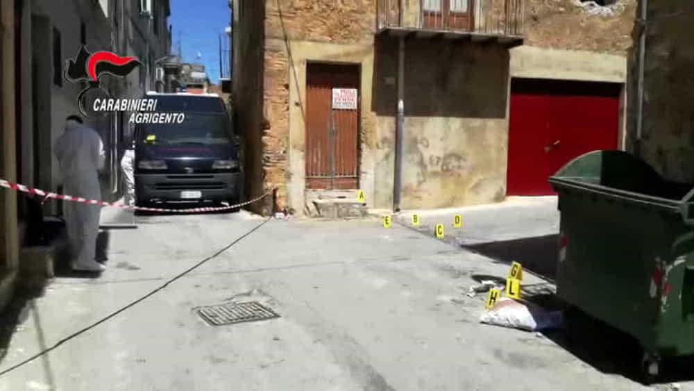 'Massacrato a colpi di zappa e bastone sotto casa', 40enne condannata a 22 anni