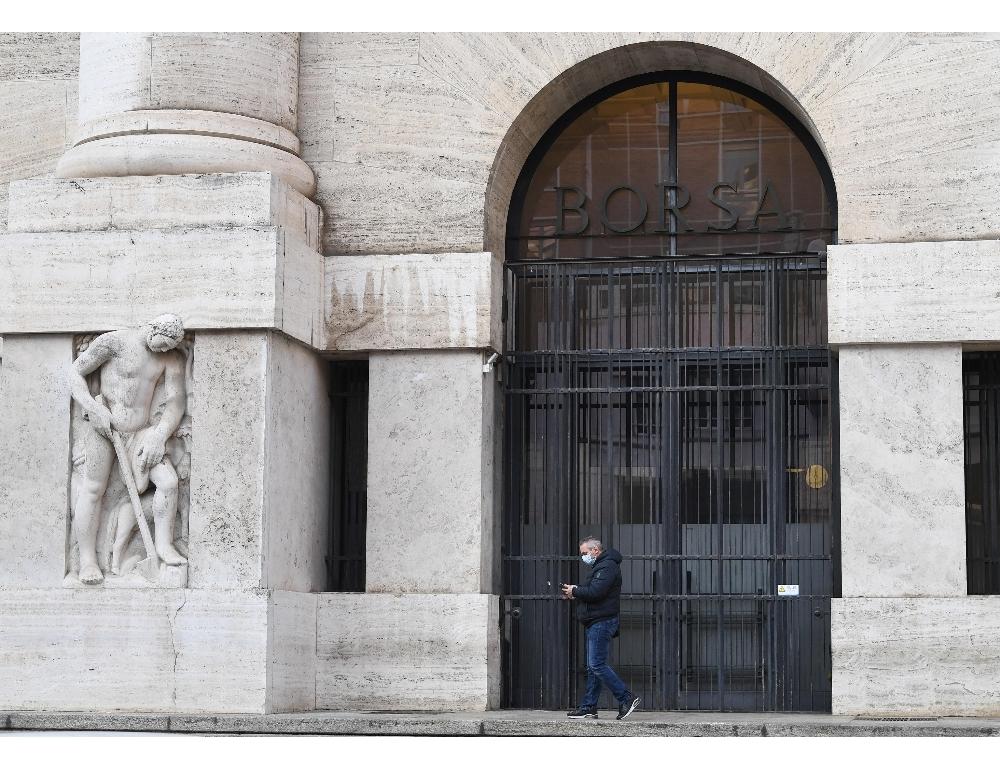 Borsa Milano chiude rialzo
