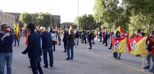 'No alla Lega in giunta' In centinaia al flash mob