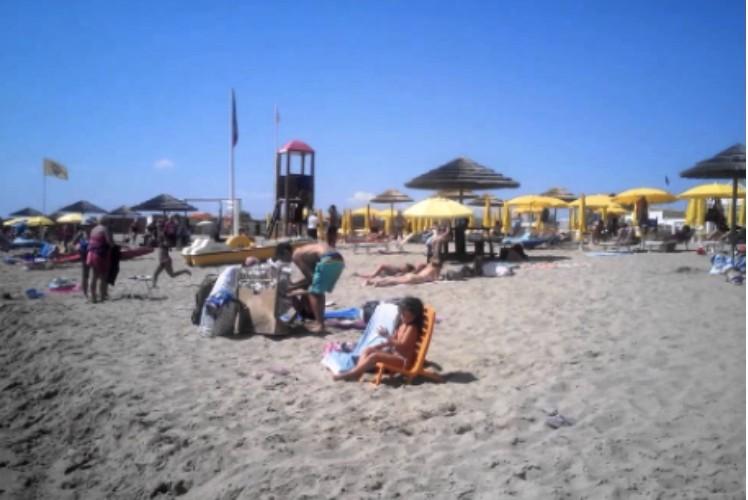 Altro che prenotazione! A Catania assalto alle spiagge