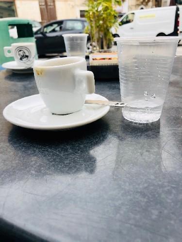 Ricominciamo, con un caffè e una mascherina, in 23 righe