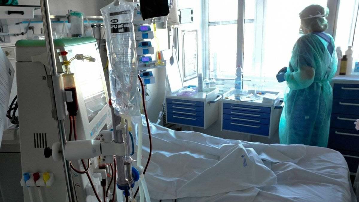 Coronavirus, lo sfogo dei medici di Pavia: 'Ci chiamavano eroi, ora ci denunciano'