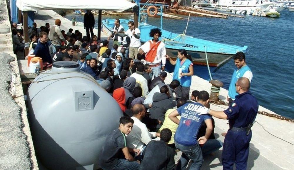 Lampedusa Approda barcone con 102 migranti