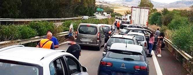 Auto contro guardrail sulla A29: muore 57enne, ft,