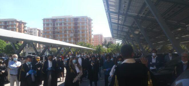 'Giustizia sospesa': gli avvocati di Siracusa in protesta davanti al Palazzo di Giustizia