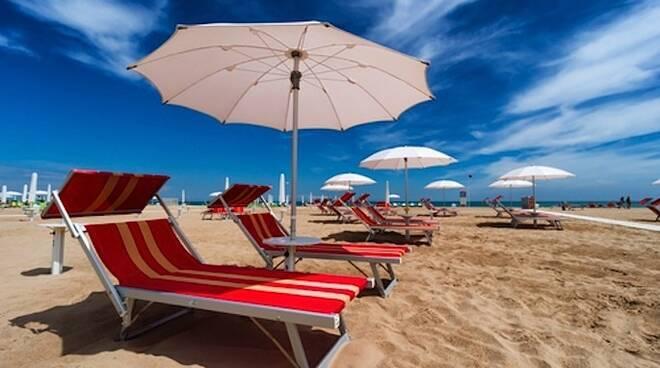 Messina Le Vie del Mare la campagna vaccinale continua in spiaggia