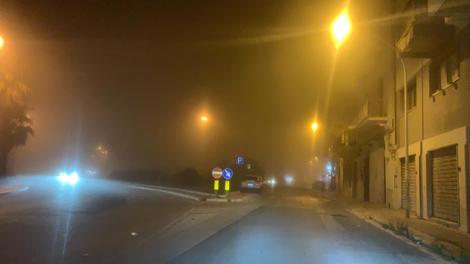 La nebbia avvolge Trapani e Marsala immagini e