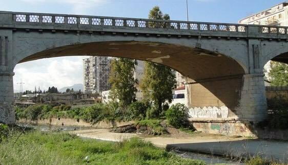 Ragazza si lancia dal ponte Oreto