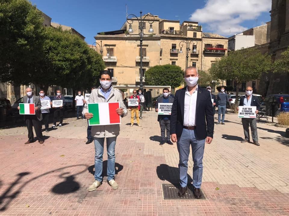 Enna: #FLASHMOB in sicurezza della #Lega in Piazza Vittorio Emanuele