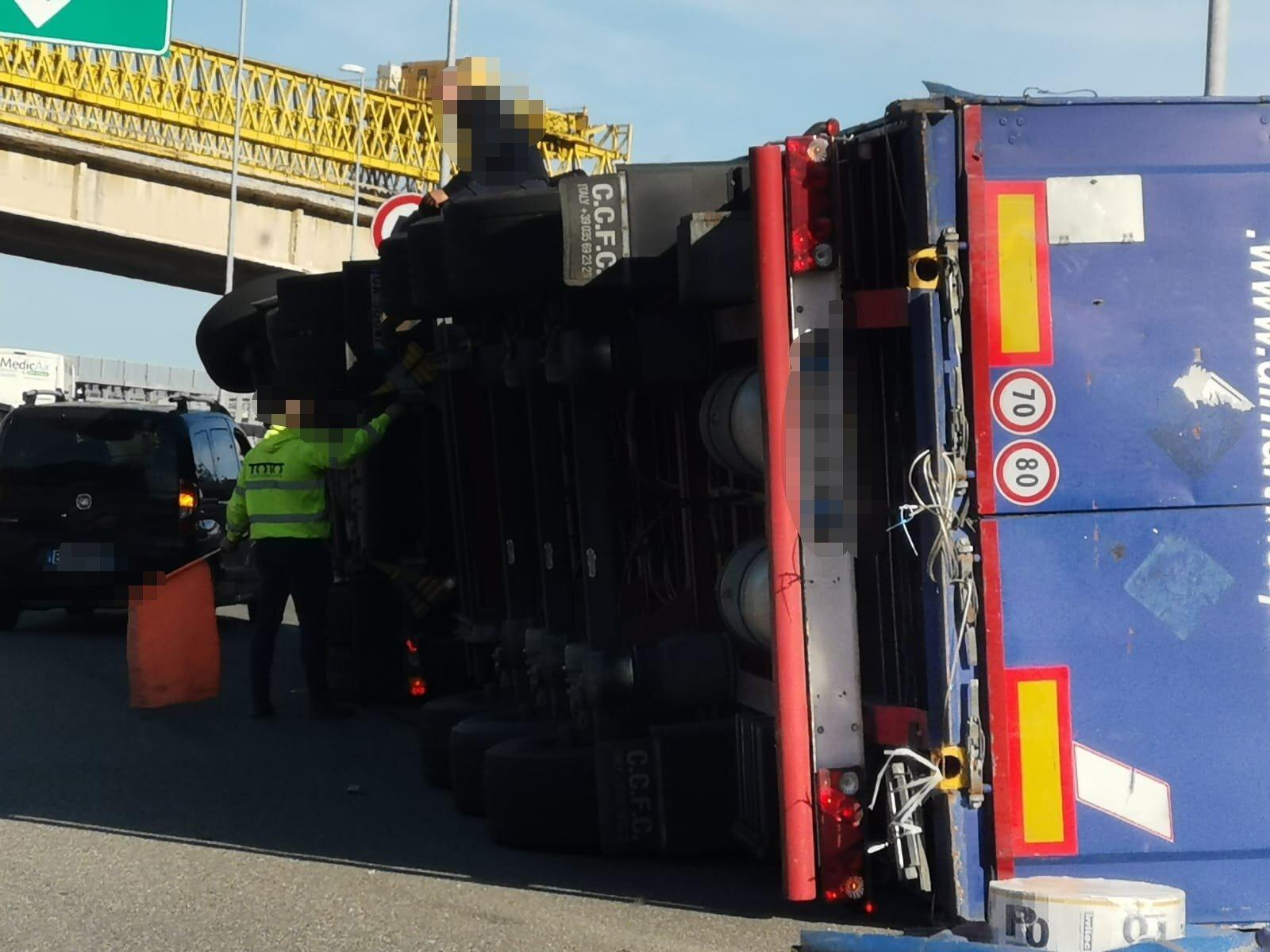 Incidente lungo la Palermo - Catania tratto autostradale chiuso