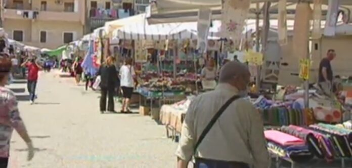 Hanno riaperto stamane le porte del Mercato di Giostra a Messina, dopo ben 80 giorni di chiusura