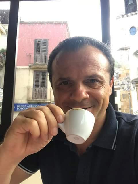 Fuori programma: 'Stasera alle ore 21:45 ci vediamo in diretta sulla pagina De Luca Sindaco di Messina'