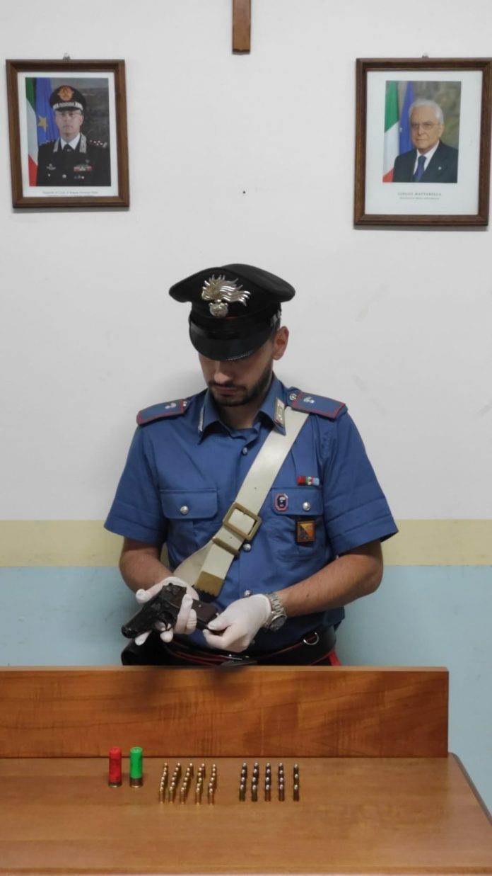 Roccella Valdemone: Deteneva illecitamente una pistola, arrestato un 55enne