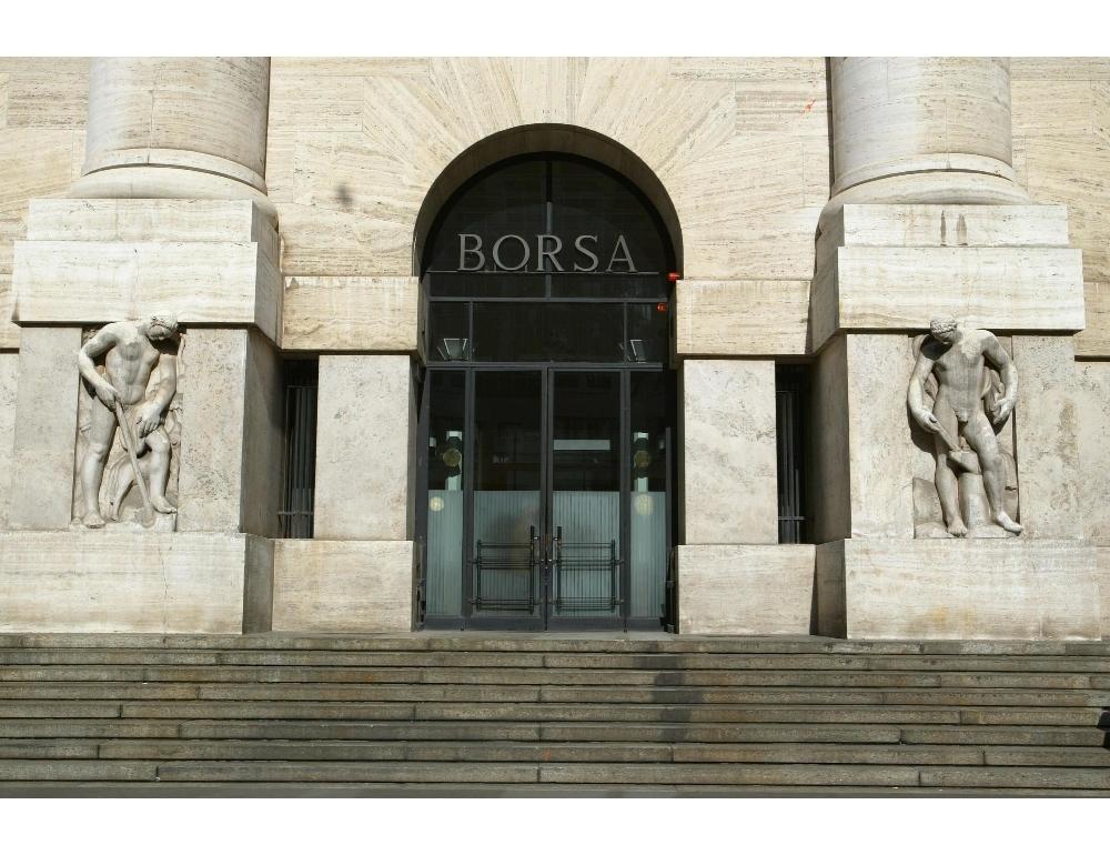 Borsa Milano chiude ribasso
