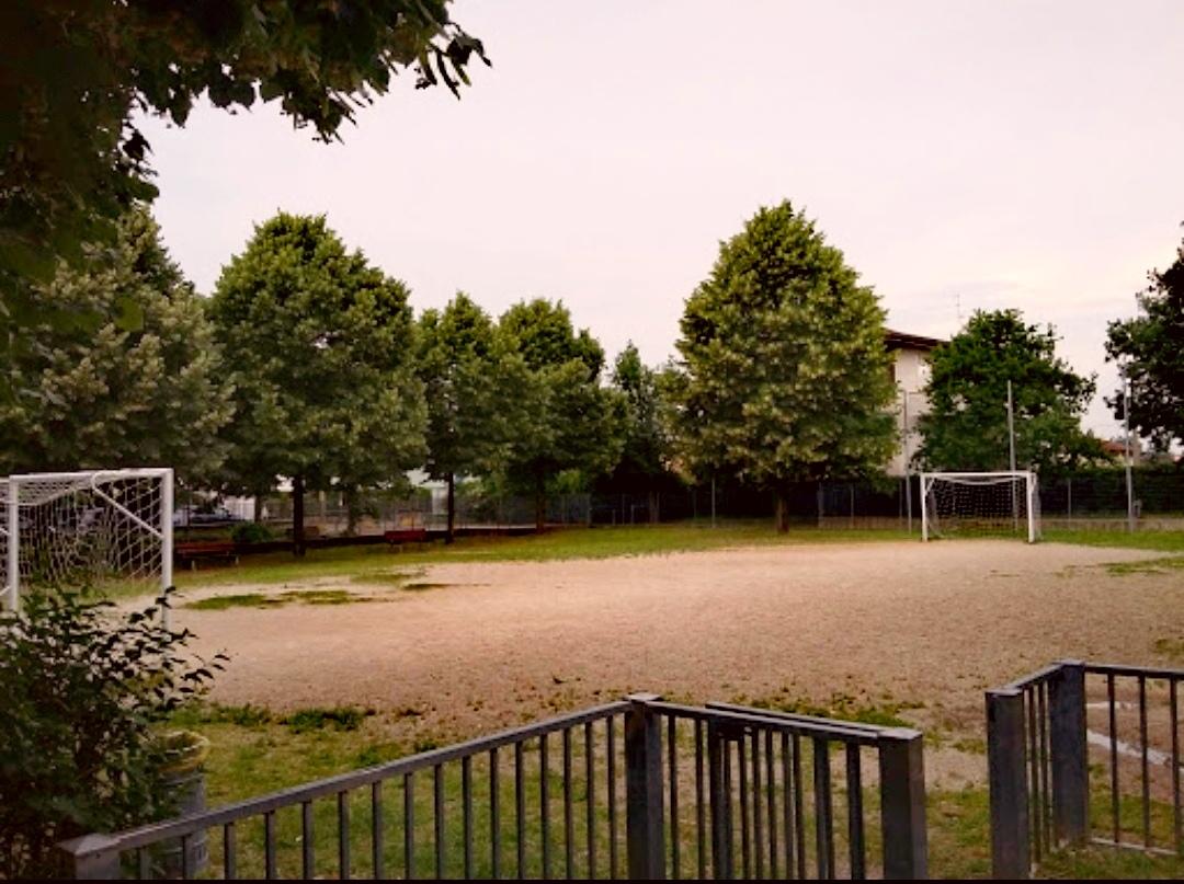 Stezzano, partita di pallone in trenta. E il sindaco chiude il parco Gerole