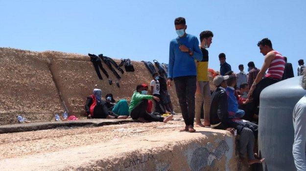 Altri undici sbarchi a Lampedusa 191 migranti approdano sullisola