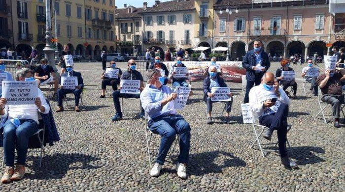 Lodi, protesta in piazza: