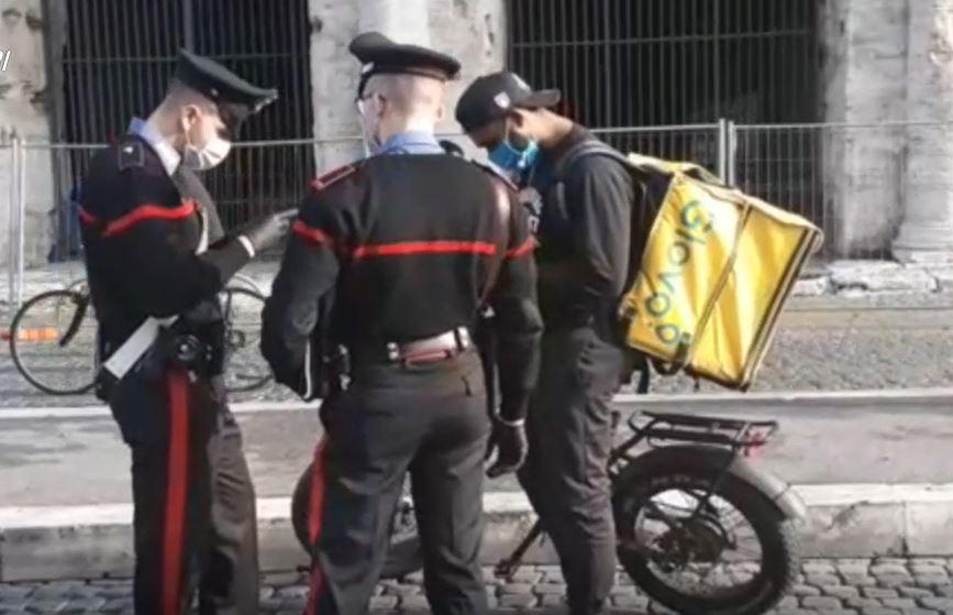 Sfruttamento e caporalato: i carabinieri hanno ascoltato oltre mille 'riders'.