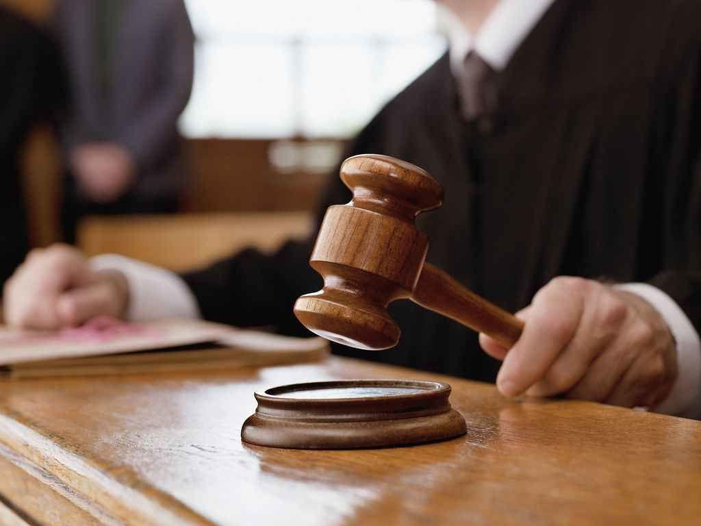 Ribaltata sentenza, assolti 4 parcheggiatori abusivi