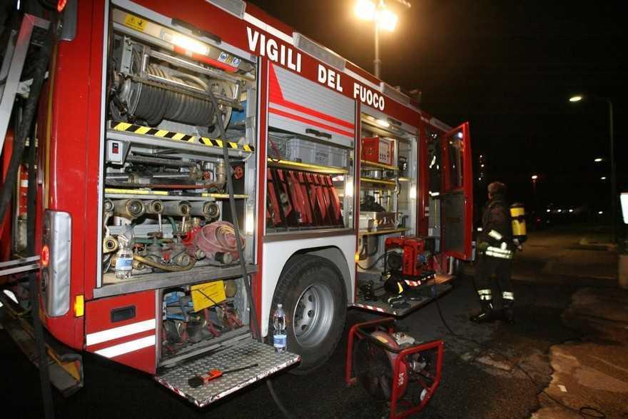 Licata, brucia auto di un venditore ambulante: indagini in corso