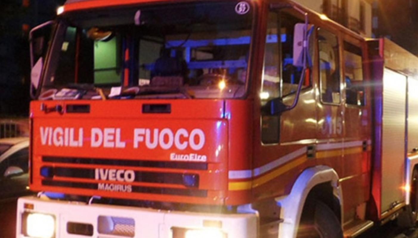 Incendi turni raddoppiati in Sicilia sul campo 806 vigili fuoco