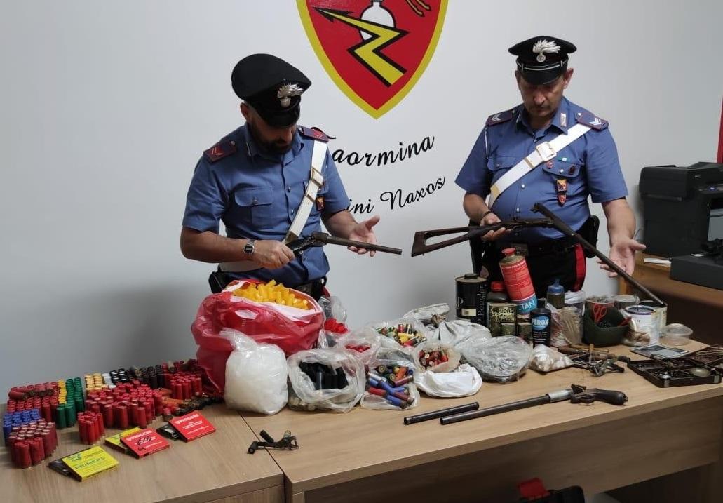 Deteneva illegale di armi e munizioni: 67enne in manette a Giardini Naxos