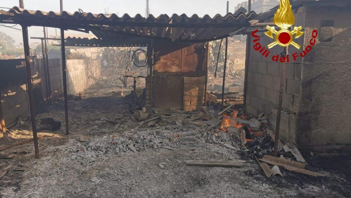 La provincia di Siracusa di nuovo nella morsa del fuoco Incendi da nord a sud devastati ettari di terreni