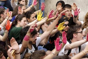 Scuola: blitz studenti davanti sede Pd