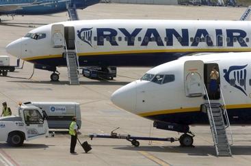 Ryanair taglia, domani vertice a Alghero