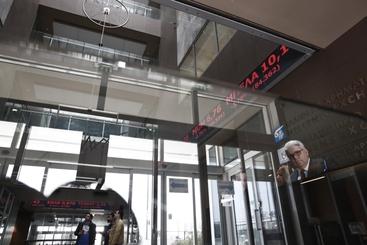Borsa: Atene apre in forte calo (-3%)